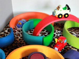 auto's en houten speelgoed