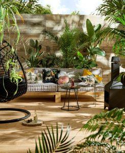 knusse groene zithoek en tuinbank
