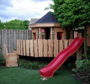 grote speeltuin met glijbaan in eigen tuin maken