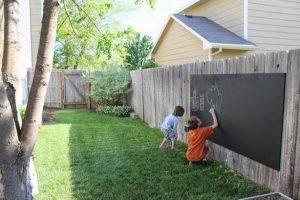 krijtbord ruimtebesparend speeltuintje in eigen tuin maken