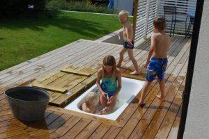 ruimte besparende kinderspeeltuintje in eigen tuin